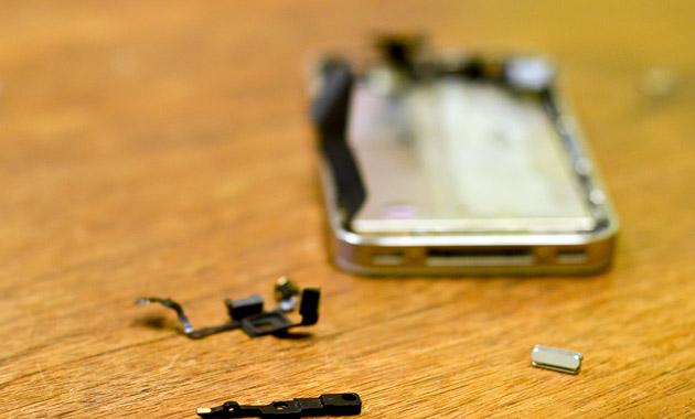 修理中のiPhone