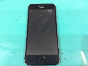 画面の割れたiPhone5
